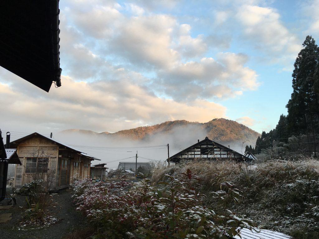 カフェは冬季休業中です。